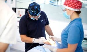 dr sc darko slovsa dmd specijalist oralne kirurgije i implantologije smile dentalne klinike | Dentista in Croazia e turismo dentale - 4 cose a cui devi prestare attenzione