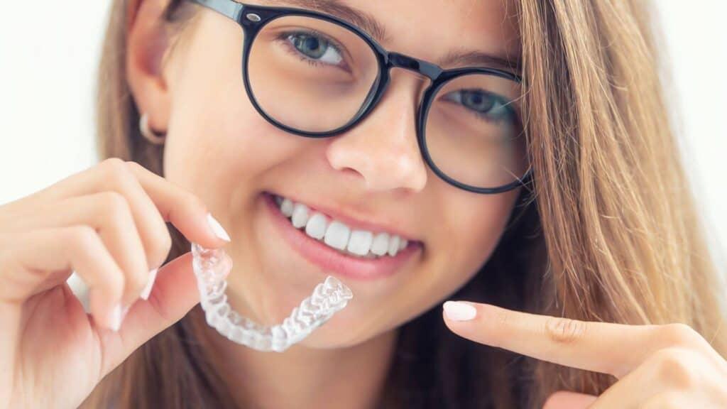 Invisalign - prozirni aparatić za zube - nevidljivi aparatić za zube - apparecchio trasparente